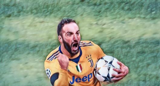 Higuain decide e Juventus passa pelo Tottenham