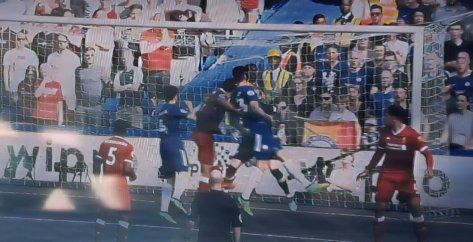 Giroud marca o gol da vitória contra o Liverpool